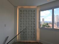 Ambiente clean e moderno com painéis touch