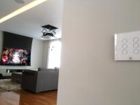 Projeto com projetor, lift (elevador) e tela embutida no gesso
